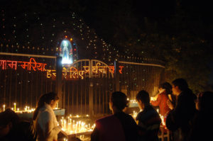 Devotees light candle and pray at the Sacred Heart Cathedral, on the eve of Christmas, in New Delhi on December 24, 2007.